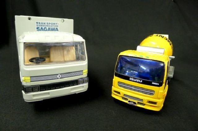 トラックの玩具などまとめの画像