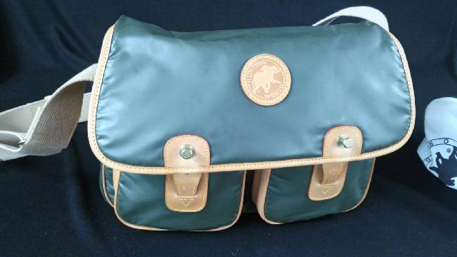 ハンティングワールドのバッグの画像
