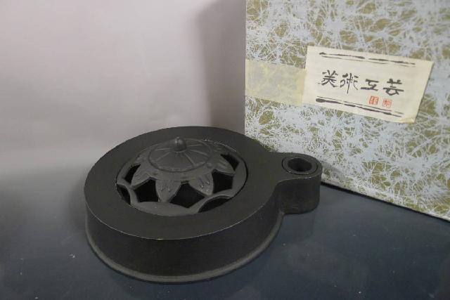 重厚鉄器灰皿の画像