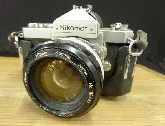 Nikomatの一眼レフカメラの画像