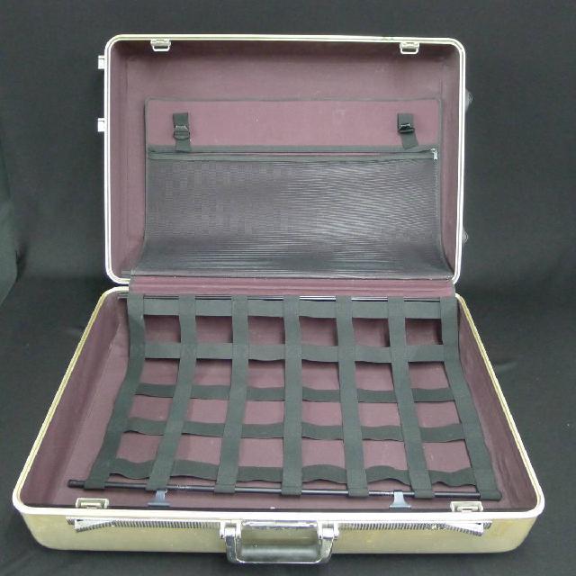 ゼロハリバートンのスーツケースの画像