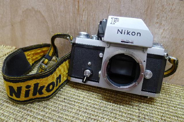 ニコン一眼レフのカメラボディの画像