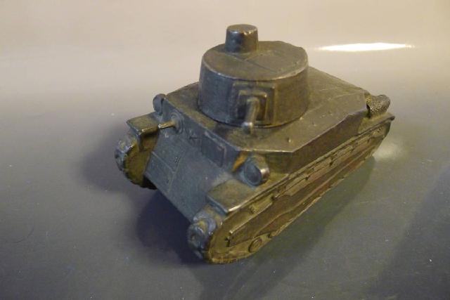 戦車の置物の画像