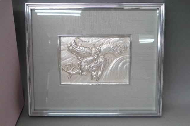 龍の額装壁飾りの画像