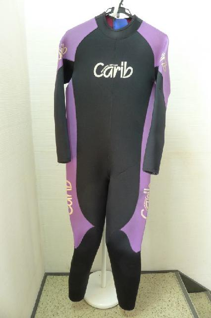 caribウェットスーツの画像