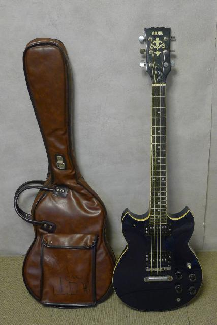 ヤマハのブラックエレキギターの画像